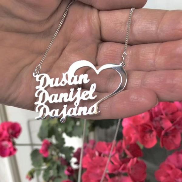 Srebrna ogrlica sa 3 imena i velikim srcem