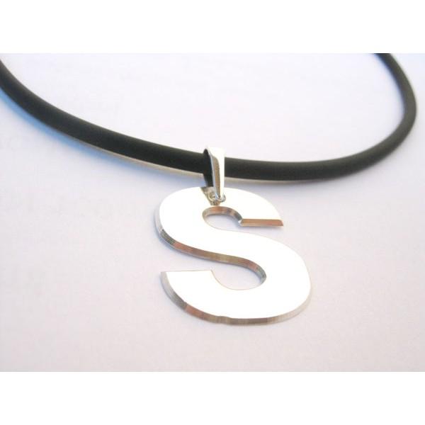 ogrlica od kaucuka sa srebrnim medaljonom po zelji