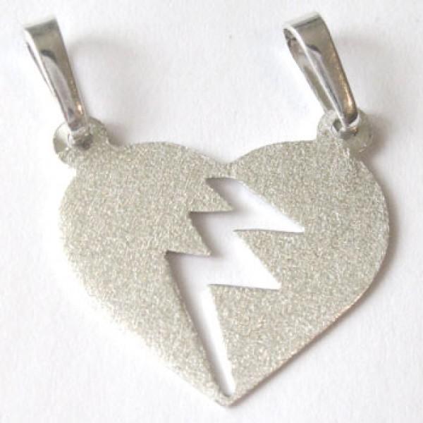 Srebrni privezak - srce podeljeno na dva dela - polomljeno srce - fino bruseni medaljon